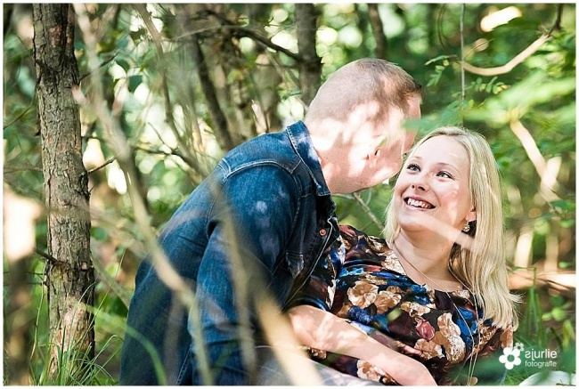 loveshoot pre wedding shoot romantische reportage in de natuur Limburg Brunssummerheide